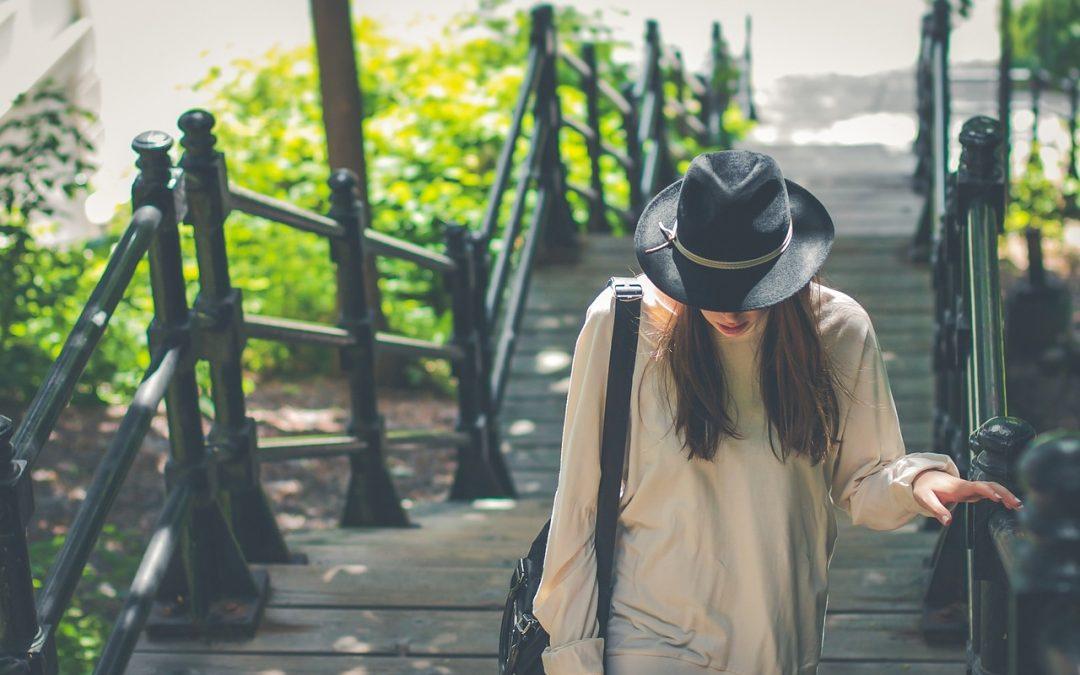 Le chapeau est un accessoire de mode intemporel.