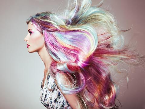Comment bien choisir sa coloration de cheveux?